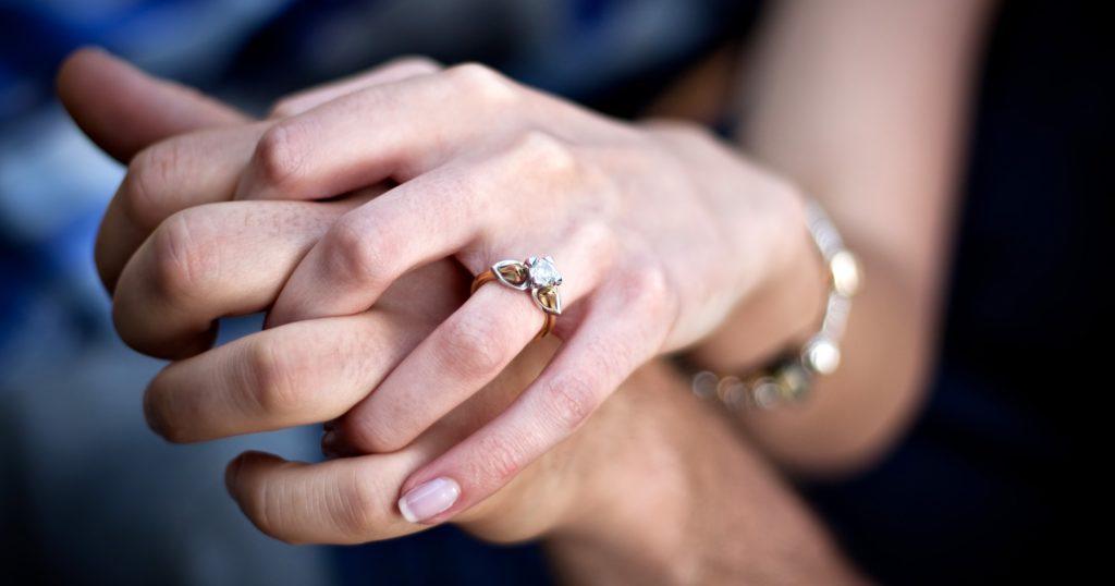 holding_hands.838af4daf7d0